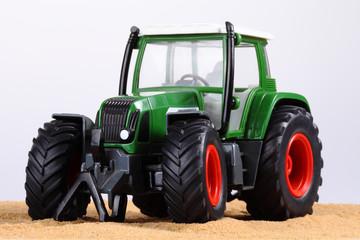grüner Traktor 2