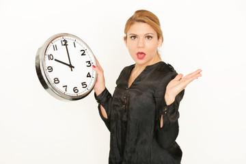 junge Frau mit Uhr
