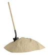 Pelle et tas de sable sur fond blanc 1