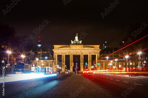Poster Berlijn Brandenburger Tor und Straße des 17. Juni in der Nacht - Berlin