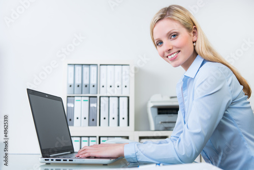 auszubildende bürokauffrau