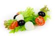 Salat mit Oliven und Mozzarella