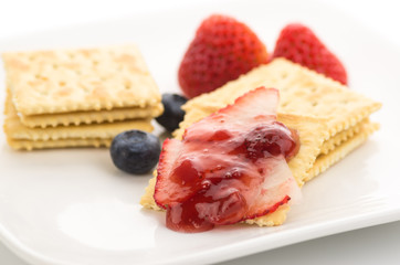 Crackers with fresh strawberries
