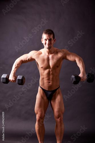 young bodybuilder traininig