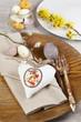 Gedeckter Tisch für ein Osterbrunch