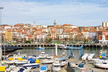 Vista del puerto de Bermeo (Vizcaya, España)