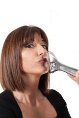 Donna con la bocca chiusa