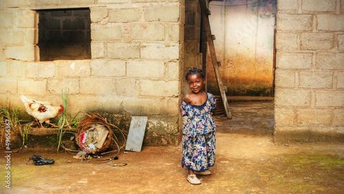 czarna-afrykanska-dziewczyna-w-domu