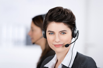 servicemitarbeiterin mit headset