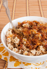 Rice with lentils and caramelized onions