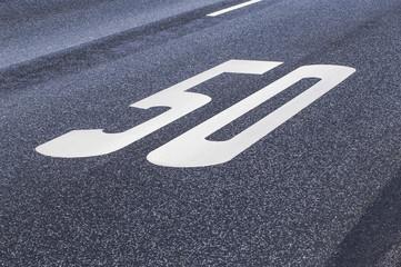 Straßenbeschriftung 50 km/h