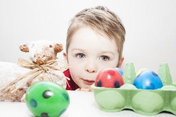 Kind zur Osterzeit