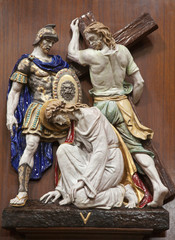 Verona -  Jesus fall under cross. One part of ceramic coss wa