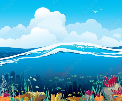 seascape-z-podwodnymi-istotami-i-chmurnym-niebem