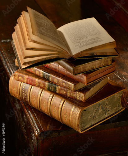 VintageBooksStack - 49713704