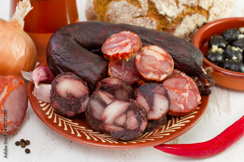 smoked sausages with onion, olives and bread