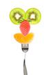 Personnage fruits d'hiver sur une fourchette