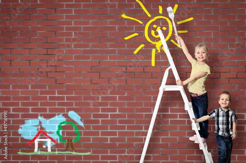 Kids auf der Leiter - mit Malerei