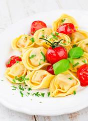 Tortelloni mit Tomatensoße
