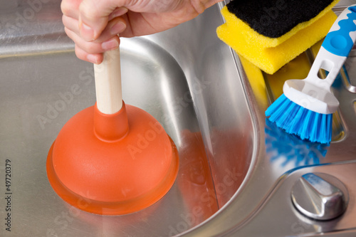Leinwanddruck Bild Verstopfung im Abfluß mit Saugglocke / Pümpel reinigen