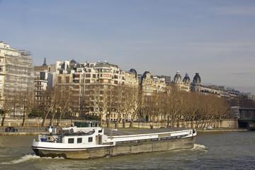 péniche sur la Seine, paris