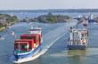 Containerschiff auf dem Nord-Ostsee-Kanal bei Kiel, Deutschland - 49724312