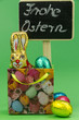 Ostertüte mit Schokohasen,bunten Eiern und Tafel
