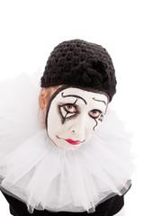 Weiblicher Clown blickt traurig zum Betrachter