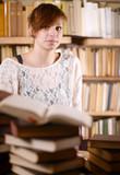 Frau genervt vom Lernen