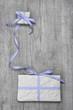 Grußkarte mit Geschenken - blaue Schleife