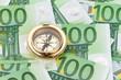 Euro Geldschein mit einem Kompass