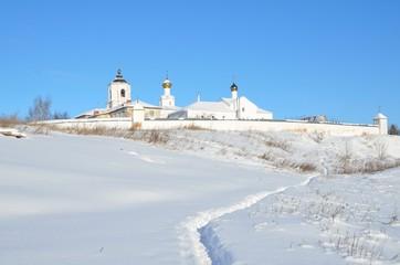 асильевский монастырь в Суздале зимой. Золотое кольцо России.