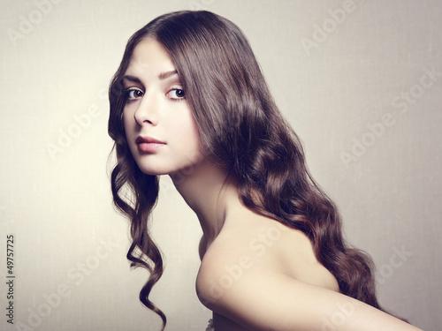 fotografia-piekna-mloda-kobieta-zabytkowy-styl