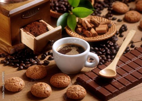 Fototapeta tazza di caffè espresso con macinino in legno