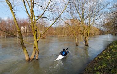 Canoe-Kayak sur la  Marne en crue