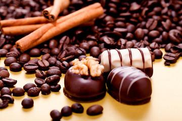 Gemischte Trüffel Schokolade Pralinen auf Gold