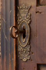 Altes Schlüsselloch mit Schlüssel