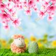 Schäfchen und Osterei auf Frühlingswiese 2