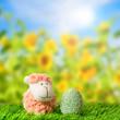 Schäfchen und Osterei auf Frühlingswiese 3
