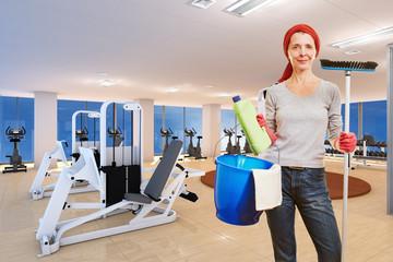 Reinigungskraft im Fitnesscenter