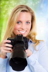 hübsche blonde fotografin