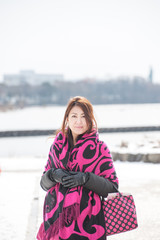 雪原に立つ女性
