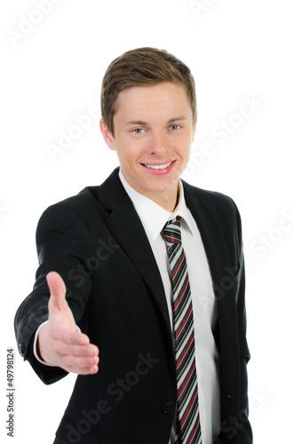 junger geschäftsmann reicht die hand