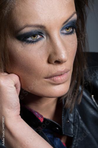 Besorgter Blick einer hübschen Frau