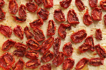 dried tomatoes with olive oil and spices