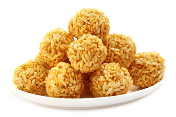 Puffed rice balls with molasses
