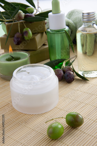 Face Cream and Olives Spa Set