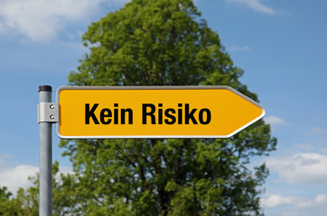 Gelber Pfeil mit Baum KEIN RISIKO