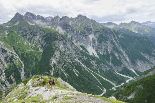 einsame Wanderer im Hochgebirge
