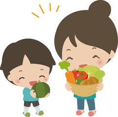 たくさんの野菜を持った男の子と母親